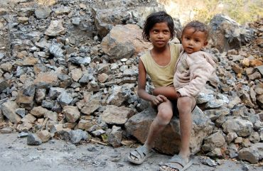Kids_in_Rishikesh,_India